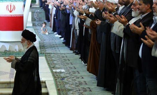 اقامة صلاة عيد الفطر المبارك بامامة قائد الثورة الاسلامية