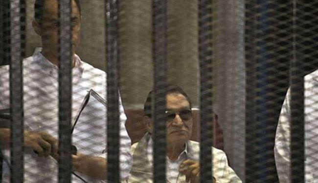 فيديو/ فرحة عارمة لمبارك ونجليه بعد البراءة