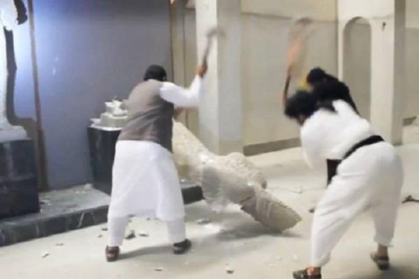 داعش عناصره يدمرون كنوز متحف الموصل