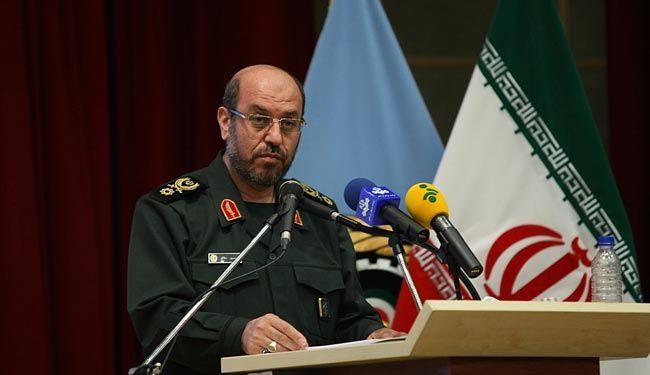 """وزير دفاع ايران: قمر """"فجر"""" صنع في اصعب ظروف الحظر"""