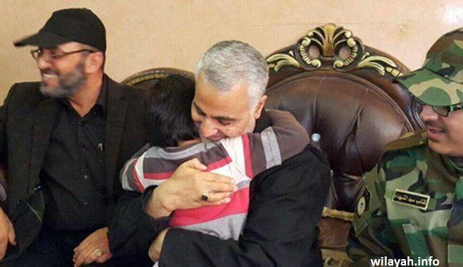 صور؛ لقاء اللواء قاسم سليماني بأبناء قيادي عراقي شهيد