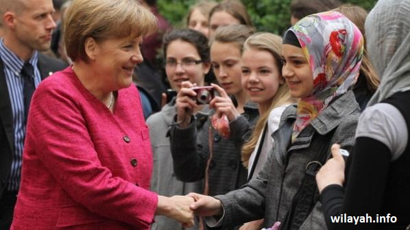 Merkel Visits Sophie Scholl School