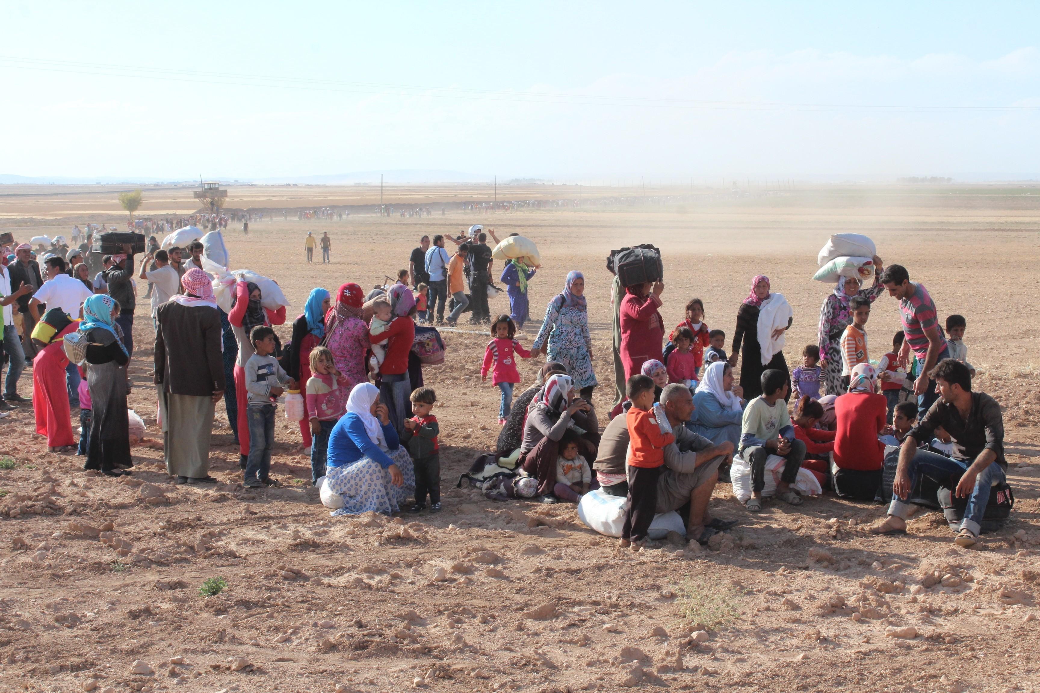 تواصل تدفق اللاجئين السوريين إلى تركيا هربا من الاشتباكات