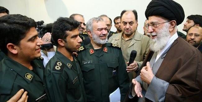 قائد الثورة يلتقي الجنود الايرانيين الذين تصدوا للبحارة الاميركيين +صور